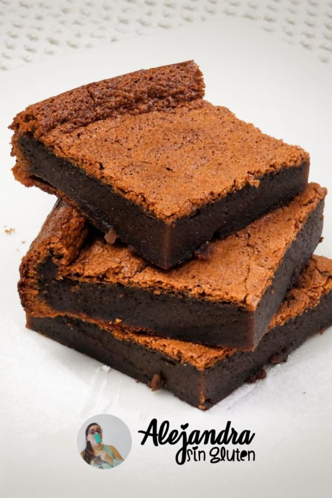 Torta húmeda de chocolate sin harina